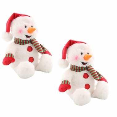 2x stuks sneeuwpop knuffels met muziek en licht 23 cm kerstpoppen met geluid