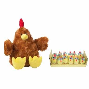 Pluche bruine kippen/hanen knuffel van 23 cm met 12x stuks mini kuikentjes met brilletje 4,5 cm