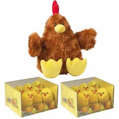 Pluche bruine kippen knuffel van 23 cm met 12x stuks mini kuikentjes