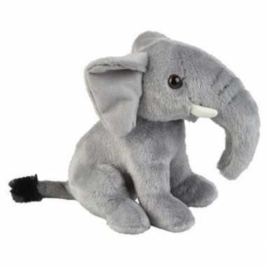 Pluche grijze zittende olifant knuffel 18 cm speelgoed
