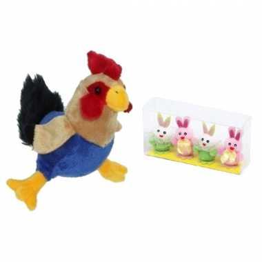 Pluche kippen/hanen knuffel van 20 cm met 4x stuks mini paashaas kuikentjes 5,5 cm