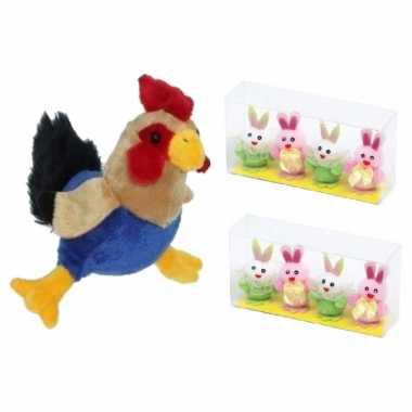 Pluche kippen/hanen knuffel van 20 cm met 8x stuks mini paashaas kuikentjes 5,5 cm