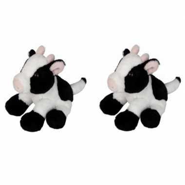 Set van 2x stuks knuffel koe/koeien zittend 15 cm