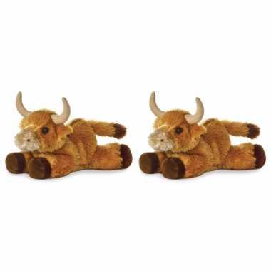 Set van 2x stuks pluche stieren/koeien knuffel 20 cm